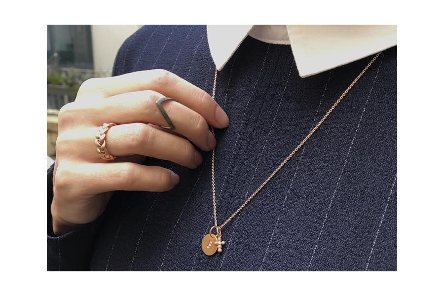 STAND OUT WITH ROSE GOLD-PLATED AND RHODINATED JEWELRY